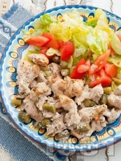 Вкусни пилешки филенца от гъриди (филе) със сметана и кисели краставички на тиган - снимка на рецептата